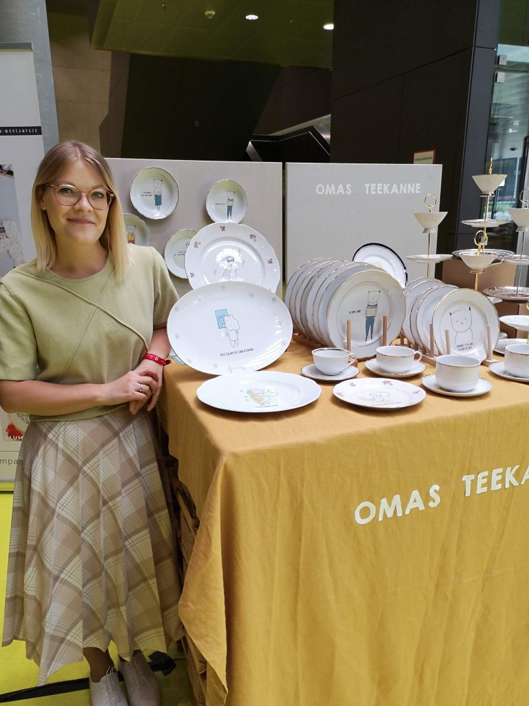 the omas teekanne stall at fifteen seconds festival